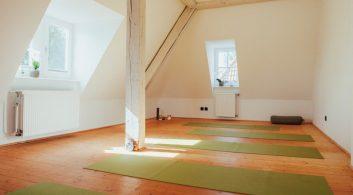 Ashtanga_Yoga_Holzmann_Raeume_Startseite_2